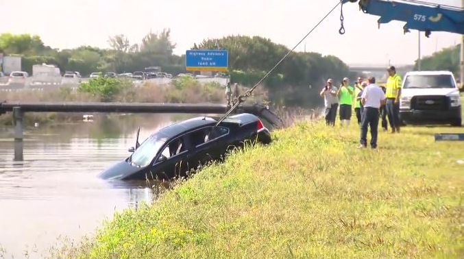 Car pulled from canal in West Boca | West Delray Collision Local NEWS